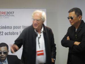 VICENÇ BATALLA | Wong, amb les seves inconfusibles ulleres negres, al costat del president del Festival Lumière Bertrand Tavernier