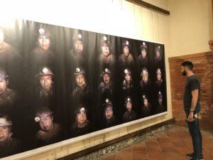 VICENÇ BATALLA | El mosaic dels minaires homes de l'exposició Bolívia: Val un Potosí de Miquel Dewever-Plana, durant la seva exhibició a VISA pour l'Image de Perpinyà