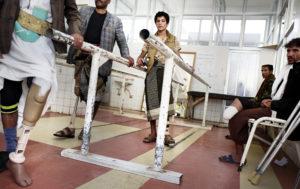VÉRONIQUE DE VIGUERIE/THE VERBATIM AGENCY PER A TIME I PARIS MATCH | El jove Ahmed Sagaf, de 13 anys, aprèn a caminar amb una pròtesi en un centre de rehabilitació de Sanà abans de tornar a combatre amb els rebels hutis