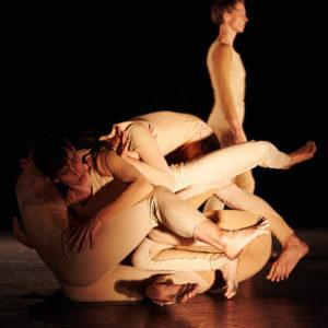 PREMSA BIENNALE DE LA DANSE | Els ballarin·es del col·lectiu barceloní La Bolsa a l'obra La mesura del desordre, coreografiada per Thomas Hauert