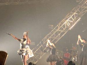 VICENÇ BATALLA | La keniana Muthoni Drummer Queen, en el seu espectacle d'estètica afrofuturista