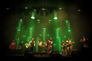 NICOLAS JOUBARD | Els músics de la banda japonesa Ajate, que practiquen el seu particular congotronics