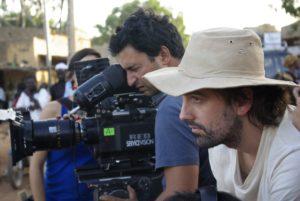 ARXIU LA TERMITA FILMS | El cap de fotografia Diego Dussuel i Isaki Lacuesta durant el rodatge a Mali el 2009 de <em>Los pasos dobles</em>