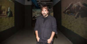 HERVÉ VERONESE | Isaki Lacuesta, delante de la videoinstalación Las imágenes eco en el Centro Pompidou de París