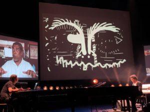 VICENÇ BATALLA | El dibuixant Brecht Evens, a l'esquerra, i el pianista Chassol durant el concert dibuixat sobre la Martinica al Teatre d'Angulema