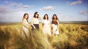 ARXIU | Les quatre actrius, deu anys després, a l'episodi final de <em>La flor</em> a mode de western femení a la Pampa