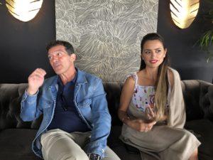 VICENÇ BATALLA | Antonio Banderas i Penélope Cruz atenent els periodistes a Canes per la seva interpretació a Dolor y gloria