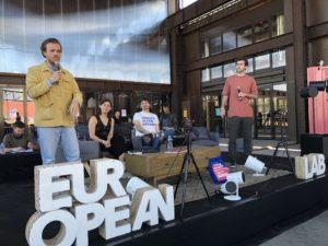 VICENÇ BATALLA | El duo holandès De Kiesmannen (Jochem Jordaan i Dylan Ahern), improvisant amb Marije Martens i Porcaro una distopia europea dies després de les eleccions