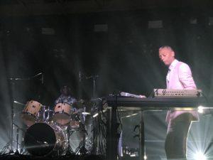 VICENÇ BATALLA   Jeff Mills, en primer plano, y Tony Allen, al fondo con su batería