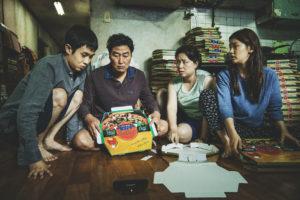 ARXIU | L'enginyosa família Ki-taek al complet, al film Parasite de Bong Joon-ho