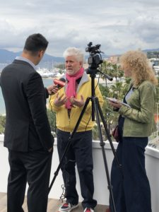 VICENÇ BATALLA | Pedro Almodóvar, durant les entrevistes a Canes per Dolor y gloria