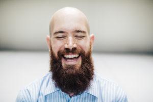ALICE BRAZZIT | El contratenor i performer català Pere Jou, en un moment del no parar de riure de l'obra
