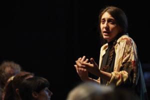 CHRISTOPHE RAYNAUD DE LARGE | El testimonio en directo de la actriz siria Yara Ktaish en El presente que desborda-Nuestra odisea II, de Christiane Jatahy