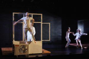 CHRISTOPHE RAYNAUD DE LAGE | La representació teatral i coreogràfica d'<em>Outside</em>, de Kirill Serebrennikov, al Festival d'Avinyó