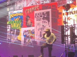 VICENÇ BATALLA | El porto-riqueny Bad Bunny, en un moment del concert al Sónar amb una projecció de cartells punk