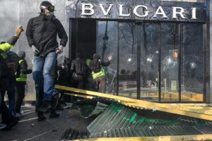 © OLIVIER CORET/DIVERGENCE PER LE FIGARO MAGAZINE | Un dels magatzems de luxe saquejats als Camps Elisis el 16 de març de 2019