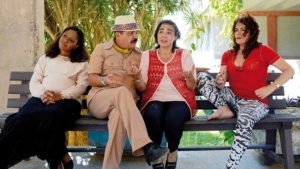 ARXIU | Moment del film El viaje extraordinario de Celeste García, d'Arturo Infante, amb l'actriu María Isabel Díaz al mig