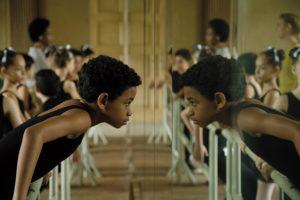 ARXIU | L'actor Edilson Manuel Olvera, en la pell del ballarí Carlos Acosta quan era nen a <em>Yuli</em> d'Icíar Bollaín