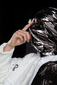 LUIZA LACAVA | Albert Barqué-Duran, amb la vestimenta de The Zero-Gravity Band dissenyada per l'escola barcelonina IED