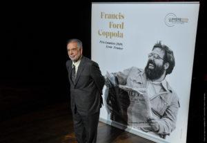 JEAN-LUC MÈGE   Francis Ford Coppola, davant del cartell del Festival Lumière 2019 en què ell era el protagonista