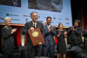 JEAN-LUC MÈGE   Francis Ford Coppola, rebent el Premi Lumière 2019 juntament amb la seva esposa Eleanor, el seu fill Roman, l'actriu francesa Nathalie Baye i el director sud-coreà Bong Joon-ho