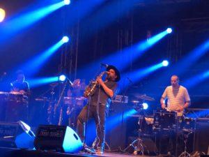 VICENÇ BATALLA | El saxofonista d'origen amerindi Cochemea Gastelum, liderant la seva pròpia banda