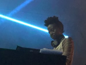 VICENÇ BATALLA | La dj keniana Coco EM, a la seva sessió de matinada
