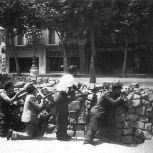 WIKIMEDIA COMMONS | Barricades el maig del 1937 a Barcelona en els enfrontaments entre anarquistes i trotskistes contra comunistes