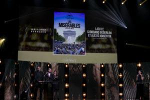 MAXIME BRAULT/STARFACE | Deux des trois scénaristes de <em>Les Misérables</em>, Giordano Gederlini i Alexis Manenti, à l'Olympia se rappelant du troisième scénariste Ladj Ly qui était à Los Angeles et est aussi le directeur du film qui a gagné aux Lumières 2020