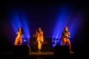 NICOLAS JOUBARD | Les tres membres de Tribade, desplegant les seves lletres i el seu espectacle al Transmusicales