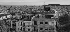 MATHIEU DAVID | Una vista aèria de Barcelona, a càrrec del mateix autor del llibre <em>Barcelone brûle</em>