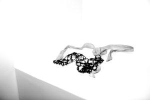 LAIA ABRIL | Un cilici, dispositiu punxegut que es col·loca al voltant de la cintura per provocar dolor i utilitzat per confessions catòliques conservadores