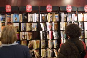 ARCHIVO | Imagen en las librerías francesas que no es posible ver durante el confinamiento actual