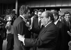 JOSÉ MARÍA ALGUERSUARI/LA VANGUARDIA | El alcalde de Barcelona, Pasqual Maragall, y el presidente de la Generalitat, Jordi Pujol, el día de la concesión de los Juegos Olímpicos en 1986