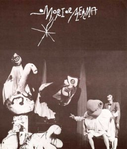 FRANCESC CATALÀ-ROCA | El cartel de la obra <em>Mori el Merma</em>, de la compañía La Claca de Joan Baixas, con los títeres y máscaras de Joan Miró