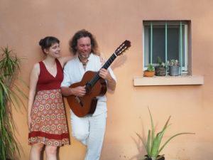 SUNSUN STUDIO | Manon Doucet, voz, y Serge Vilamajó, guitarra, como dúo Amapola reinterpretando el cancionero hispano