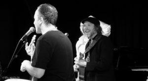 ERIC MISTLER |La presentación en el Forum Leo Ferré d'Yvry-sur-Seine de Des putains d'anges de Thomasi, para quien Serge Vilamajó ha producido el álbum