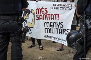 PEDRO MATA/FOTOMOVIMIENTO | Une concentration au quartier du Raval de Barcelona en faveur des sanitaires et contre la militarisation pendant la pandémie