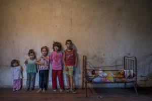 ANUSH BABAJANYAN/BOURSE CANON FEMME PHOTOJOURNALISME 2019 | Les six fils et filles de Varduhi Chobanyan au village de Nor Erkedj, à l'autoproclamée république d'Haut-Karabakh en 2017