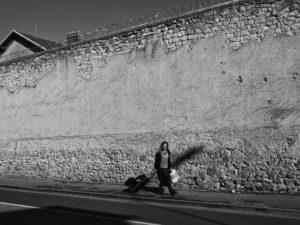 AXELLE DE RUSSÉ/HANS LUCAS | Magali sort de la prison de Reims, en octobre 2018, bénéficiant d'un aménagement de peine mais dépendante aux produits de substitution administrés pendant leur incarcération
