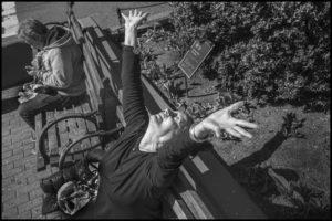 PETER TURNLEY | Priscilla, en profitant au maximum du soleil dans une des journées durant le confinement à l'Upper West Side de New York