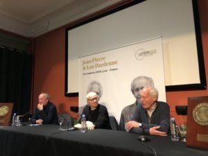 VICENÇ BATALLA | Jean-Pierre Dardenne, en premier plan, et Luc, au fond, avec le directeur du Festival Lumière, Thierry Frémaux, à la conférence de presse