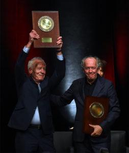 OLIVIER CHASSIGNOLE/INSTITUT LUMIÈRE | Jean-Pierre et Luc Dardenne en recevant le Prix Lumière 2020, le 16 octobre à Lyon