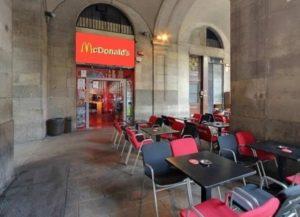 EDU CHIRINOS | Dans cette occasion, Chirinos change l'ancienne salle Sidecar, à la place Reial, en <em>fast-food</em>