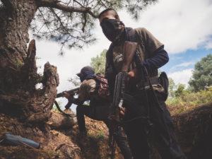 ALFREDO BOSCO/LUZ AMB LE FIGARO MAGAZINE | Un grup de la policia comunitària al municipi de Leonardo Bravo, on es lliura el control de la carretera de Chilpancingo amb els càrtels, al desembre del 2018