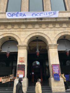 VICENÇ BATALLA | L'Opéra de Lyon, occupée aussi dans l'atrium et le hall pour des étudiant·e·s d'arts de la scène