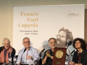 VICENÇ BATALLA | Bertrand Tavernier i Thierry Frémaux, a l'esquerra, amb el Premi Lumière 2019 Francis Ford Coppola i la traductora Massoumeh Lahidji