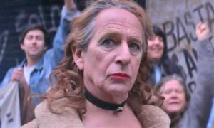 ARXIU | Alfredo Castro es posa en la pell del personatge del travesti <em>La loca del frente</em> a <em>Tengo miedo torero </em>