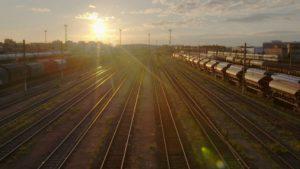 ARCHIVE | Les voies du train de la ligne B du RER parisien à <em>Nous</em>, comme espace métropolitaine et métaphorique sur la société française
