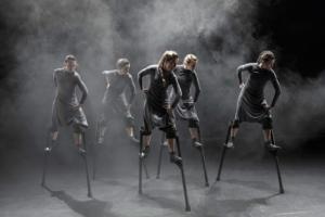 JUAN GABRIEL SANZ | Les cinc ballarines valencianes de la Cia. Maduixa, a l'obra <em>Mulïer</em>